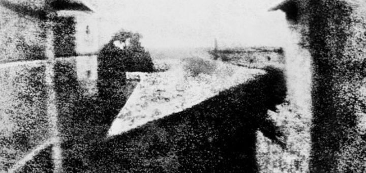 Vista desde la ventana Le Gras, Joseph Nicéphore Niépce - primera fotografía de la historia, 1827